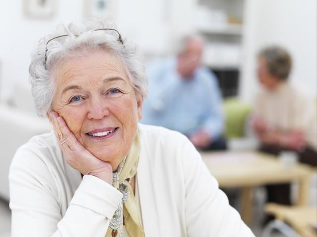 Подарок коллеге при выходе на пенсию: выбираем памятные сувениры для мужчины и женщины на увольнение