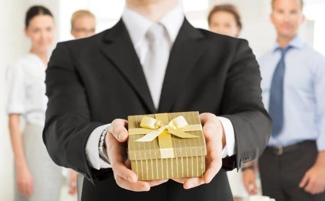 Подарок директору на день рождения от коллектива, а также шефу, боссу, руководителю и начальнику