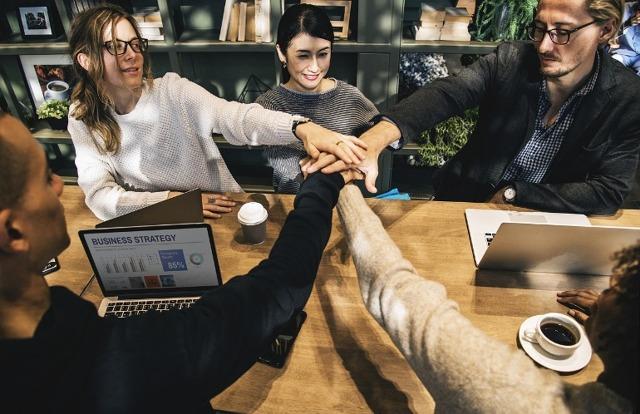 Как добиться уважения в коллективе: 30 способов завоевать и повысить свой авторитет