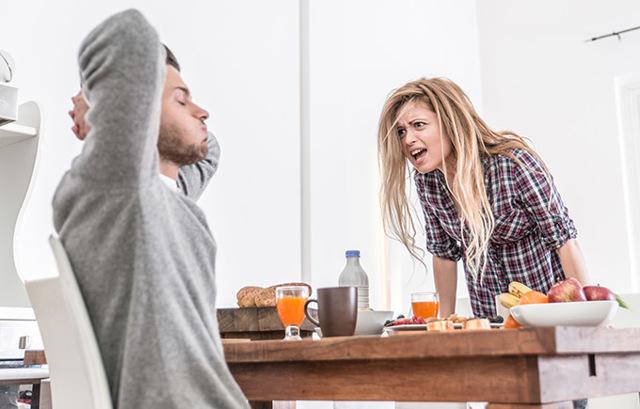 Жена не хочет работать, сидит дома - что делать и как заставить ее зарабатывать деньги?