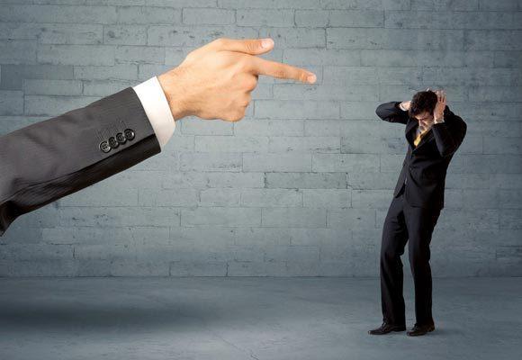 Что делать, если начальник выживает с работы: советы психолога о том, как поступить