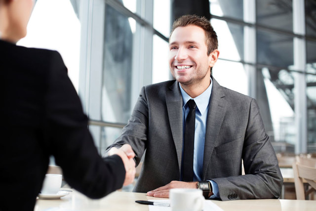 Как одеться на собеседование женщине и мужчине: в чем почти к работодателю зимой и летом?