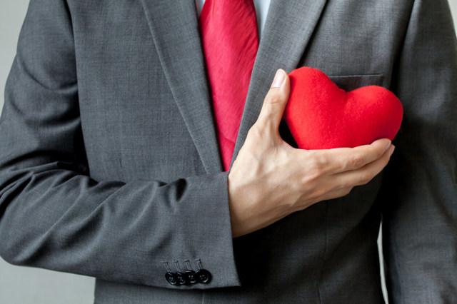 Влюбилась в начальника: советы психолога, как вести себя правильно и возможен ли роман с женатым?