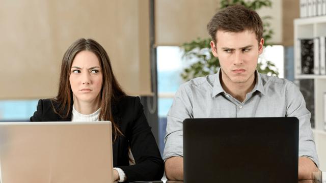Бесит коллега по работе: что делать и как вести себя с ним?