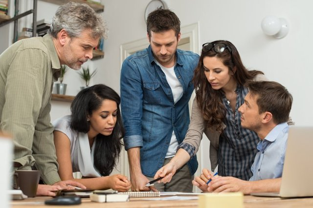Как влиться в коллектив на новой работе: как вести себя в первый рабочий день