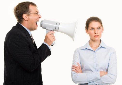 Если начальник орет и унижает на работе: что делать и как в конфликте себя вести?