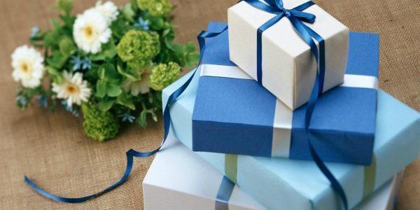 Что подарить на рождение ребенка от коллектива и лично: презенты для девочки и мальчика