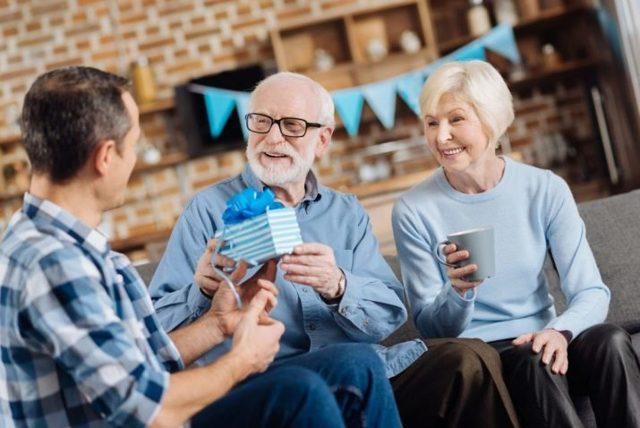 Подарок начальнику на юбилей в 30, 40, 50, 60 и 70 лет: мужчине и женщине