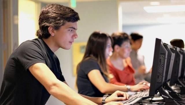 Кем можно работать в 14-15 лет подростку: мальчику и девочке и как найти работу по душе?