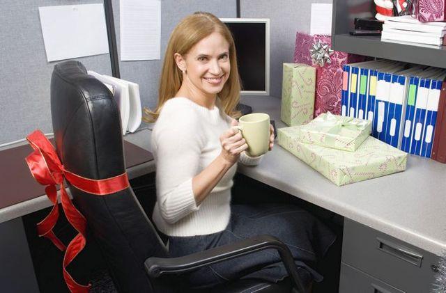 Что подарить на день рождения женщине коллеге: оригинальные и недорогие презенты, которые порадуют любую девушку
