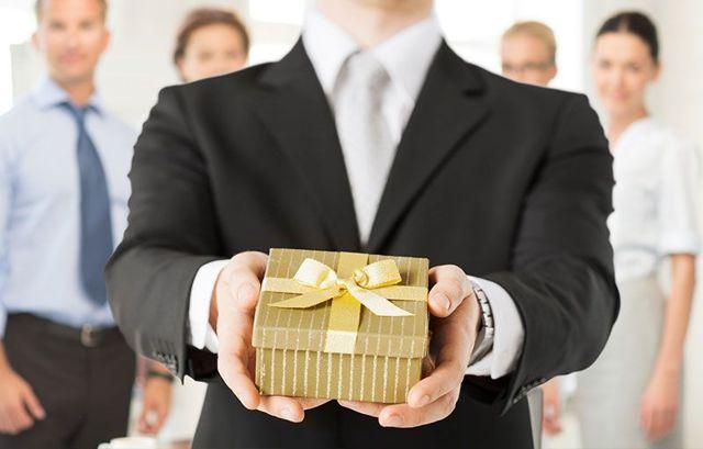 Подарок для генерального директора на день рождения: мужчине и женщине