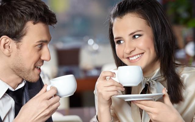 Влюбился в коллегу по работе: как пригласить девушку на свидение и перевести отношения в любовные?