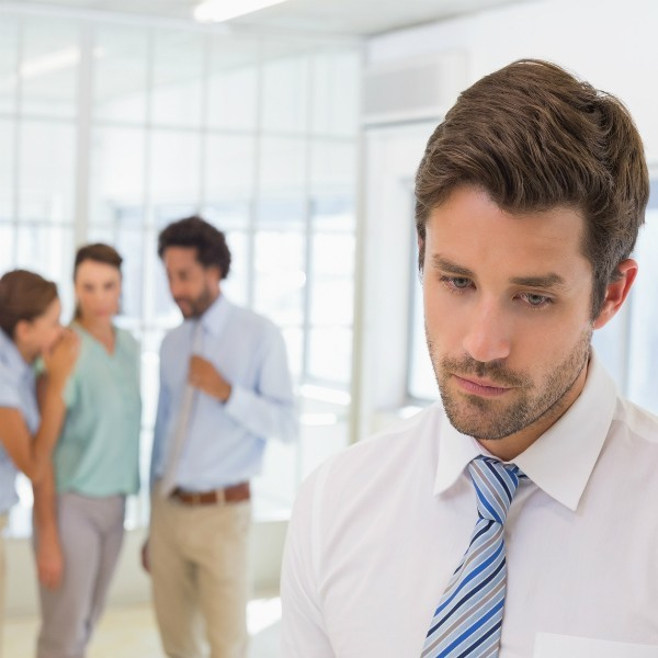 Конфликт на работе с коллегой, который оскорбляет, повышает голос, высокомерно себя ведет: как избежать?