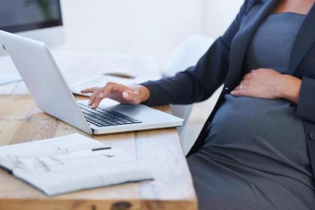Как устроиться на работу беременной женщине официально - выплаты